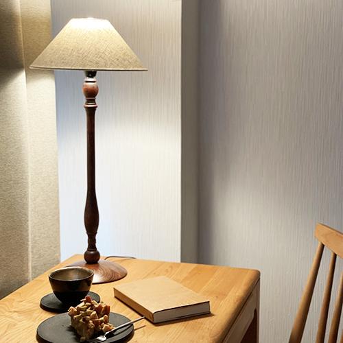 【スタッフのおうち時間】<br>テーブルランプの明かりでリラックス